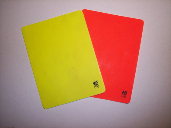 Rot_und_Gelb_(Fußball)-red_and_yellow_card_(Soccer)