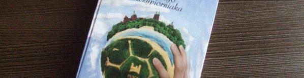"""Od kilku tygodniu dostępna jest książka Wojciecha Majchrzaka pt. """"50 lat płockiego szczypiorniaka"""". Jakkolwiek górnolotnie by to nie zabrzmiało, trzeba powiedzieć, że jest to lektura podstawowa dla każdego płockiego kibica […]"""